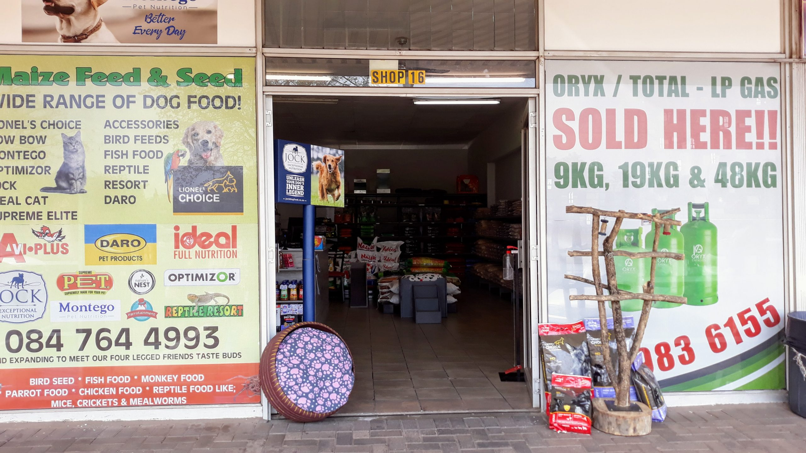 maize feed and seed storefront
